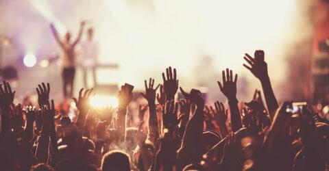 concert mains levées